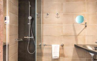 Hotel Le Saint Paul Chambre Double salle de douche