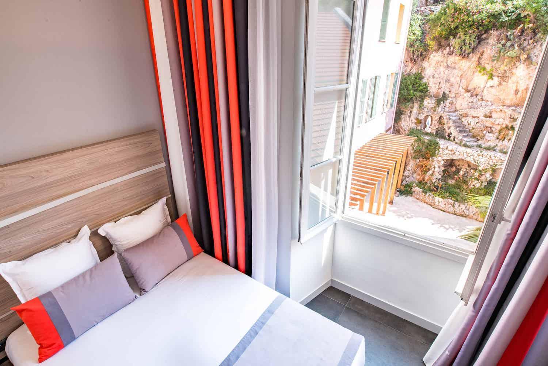 Hotel le Saint Paul chambre classique vue sur le patio